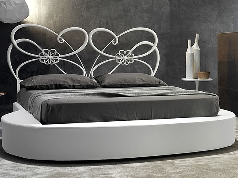 tango lit double en fer forg de couleur blanc candy avec anneau goccia en faux cuir blanc neige. Black Bedroom Furniture Sets. Home Design Ideas