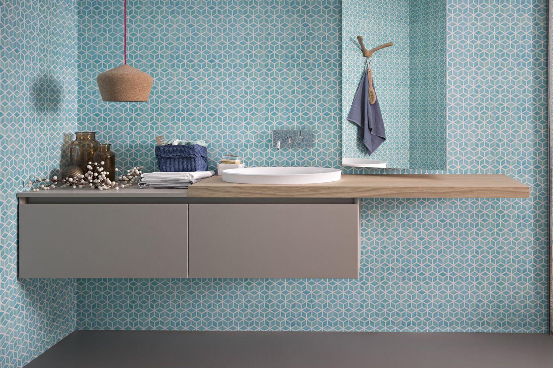 45 B | Mobile bagno in finitura malta grigio tortora con piano impiallacciato rovere nodi, abbinato allo specchio Side