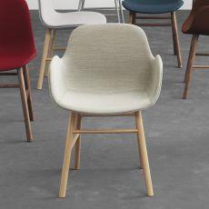Form-PW UP - Poltroncina Normann Copenhagen in legno, seduta imbottita, diversi rivestimenti e colori disponibili