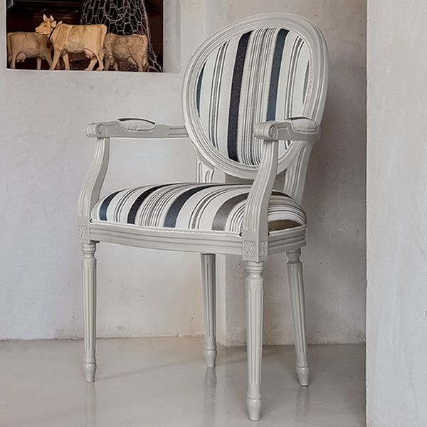 Norma p 1190a silla cl sica tonin casa de madera con for Sillas con reposabrazos
