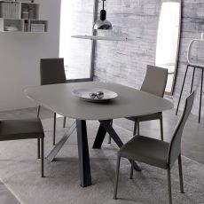 Bombo - Tavolo moderno in metallo, piano in cristallo, anche allungabile, disponibile in diversi colori