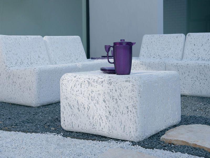 zoe pouf en plastique en blanc ou multicolore id al aussi pour jardin sediarreda. Black Bedroom Furniture Sets. Home Design Ideas