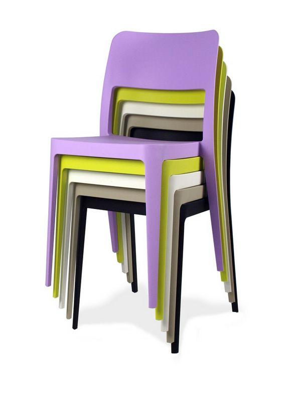 Nen chaise midj en polypropyl ne aussi pour le jardin for Chaises colorees
