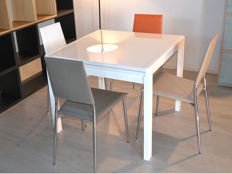 Kendy table moderne en bois plateau en verre 90x90 cm for Table extensible quadrato