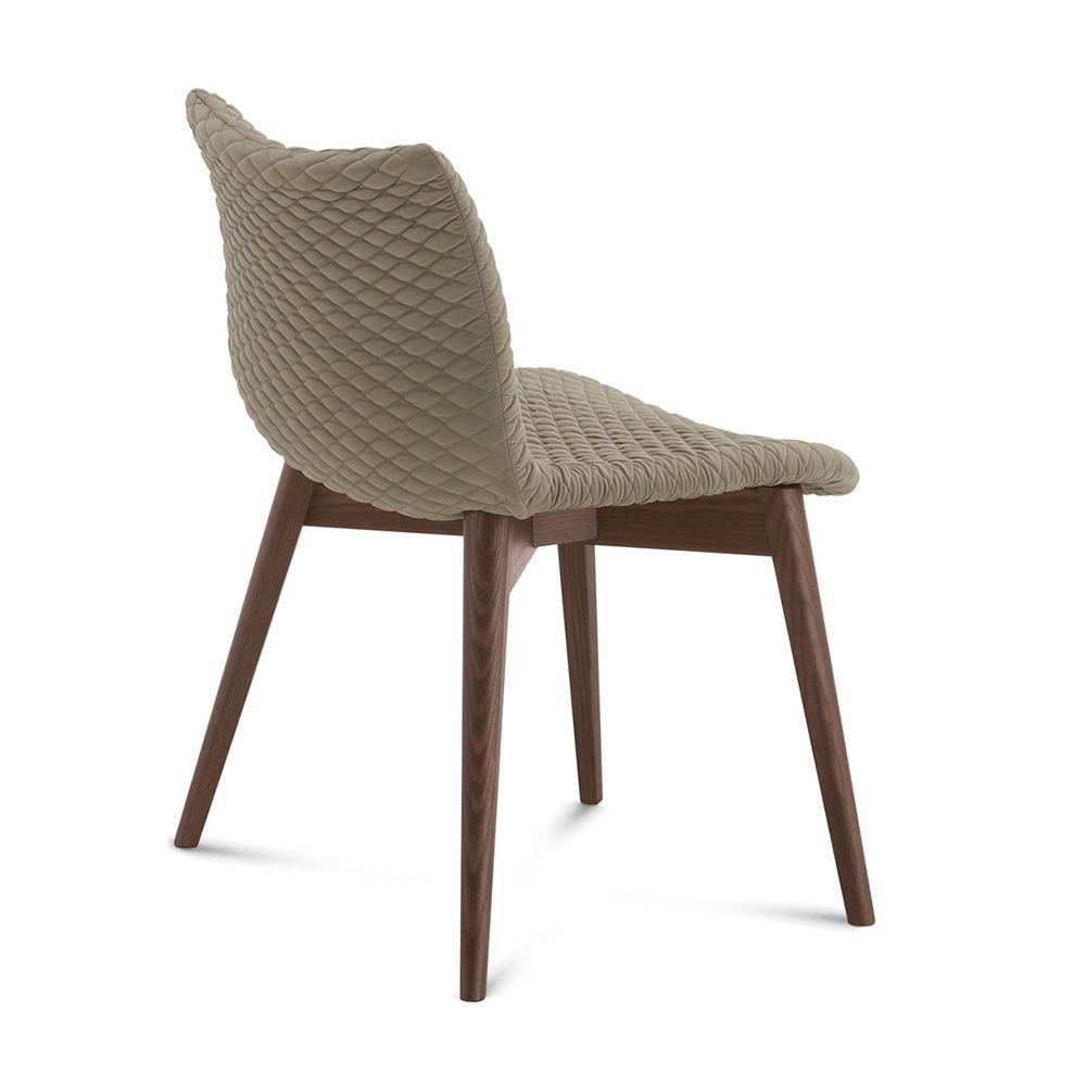 Fenice l silla domitalia en madera con asiento tapizado for Sillas piel marron chocolate