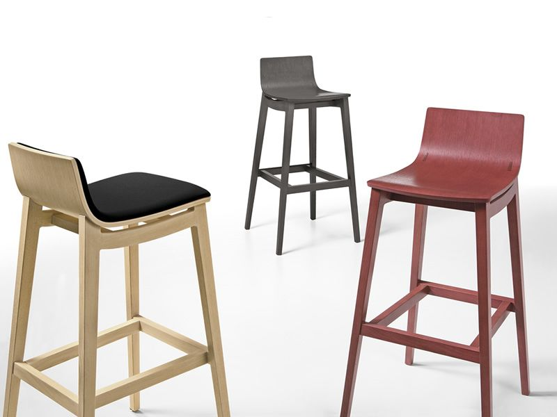 Emma stool per bar e ristoranti sgabello in legno diversi