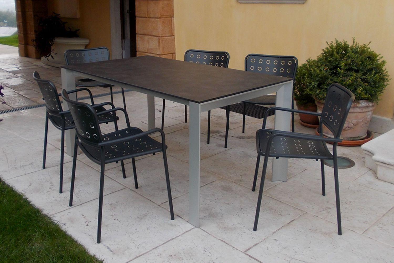 rig84 tisch aus aluminium platte aus hpl in. Black Bedroom Furniture Sets. Home Design Ideas