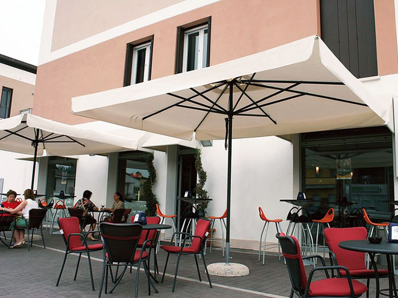 Omb30 garden parasol with central pole in anthracite colour aluminium available in different - Viereckiger pool ...