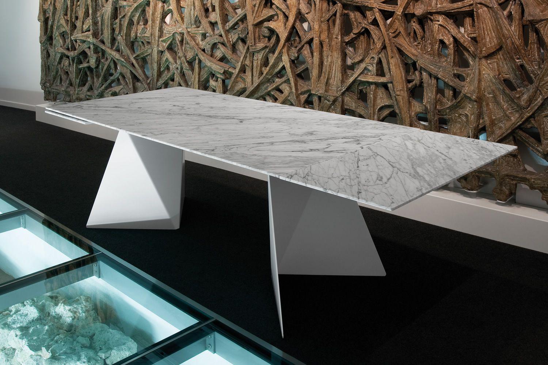 Euclide a tisch domitalia aus metall platte aus marmor for Carrara marmor tisch