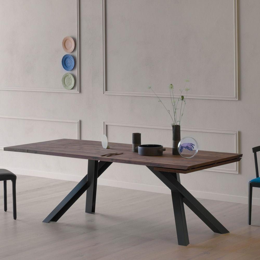Tavoli in Metallo: Linee Essenziali per l\'Arredo Moderno - Sediarreda