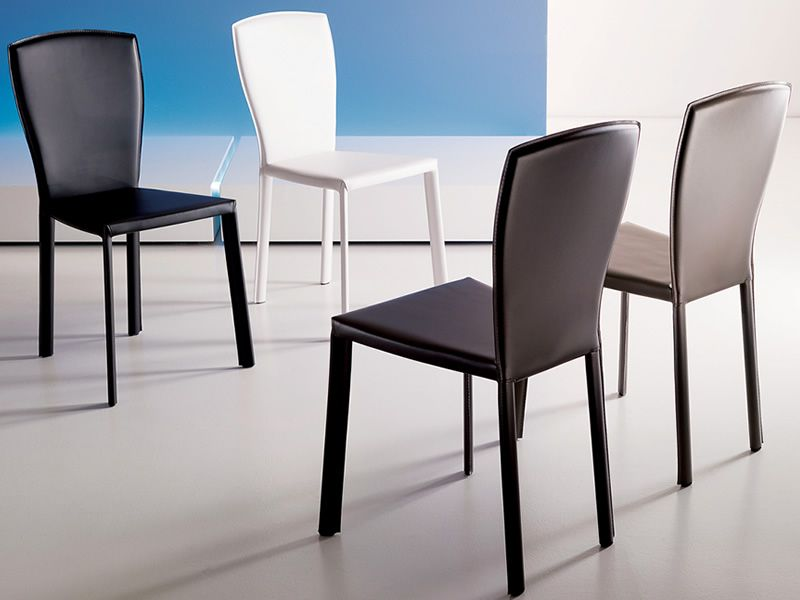 Minuetto chaises modernes en co cuir en blanc noir for Chaise moderne couleur