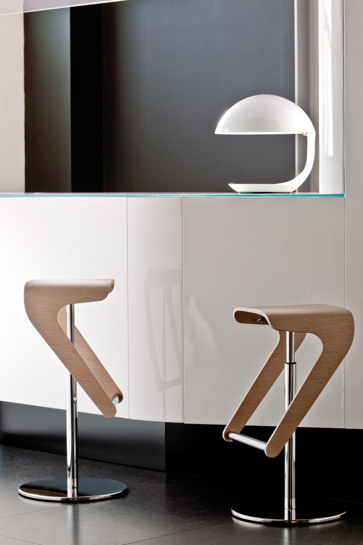 woody 495 hocker pedrali drehbar und h henverstellbar aus metall und holz sediarreda. Black Bedroom Furniture Sets. Home Design Ideas