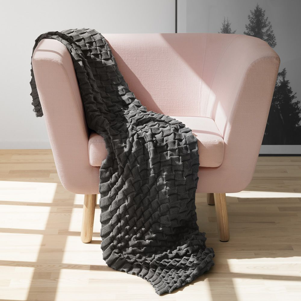 Nest P Sessel Mit Gestell Und Beine Aus Holz Gepolstert Und Mit