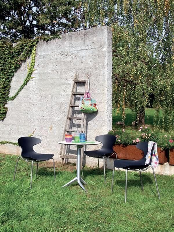 echo outdoor chaise empilable domitalia en m tal et en polypropyl ne en diff rentes couleurs. Black Bedroom Furniture Sets. Home Design Ideas