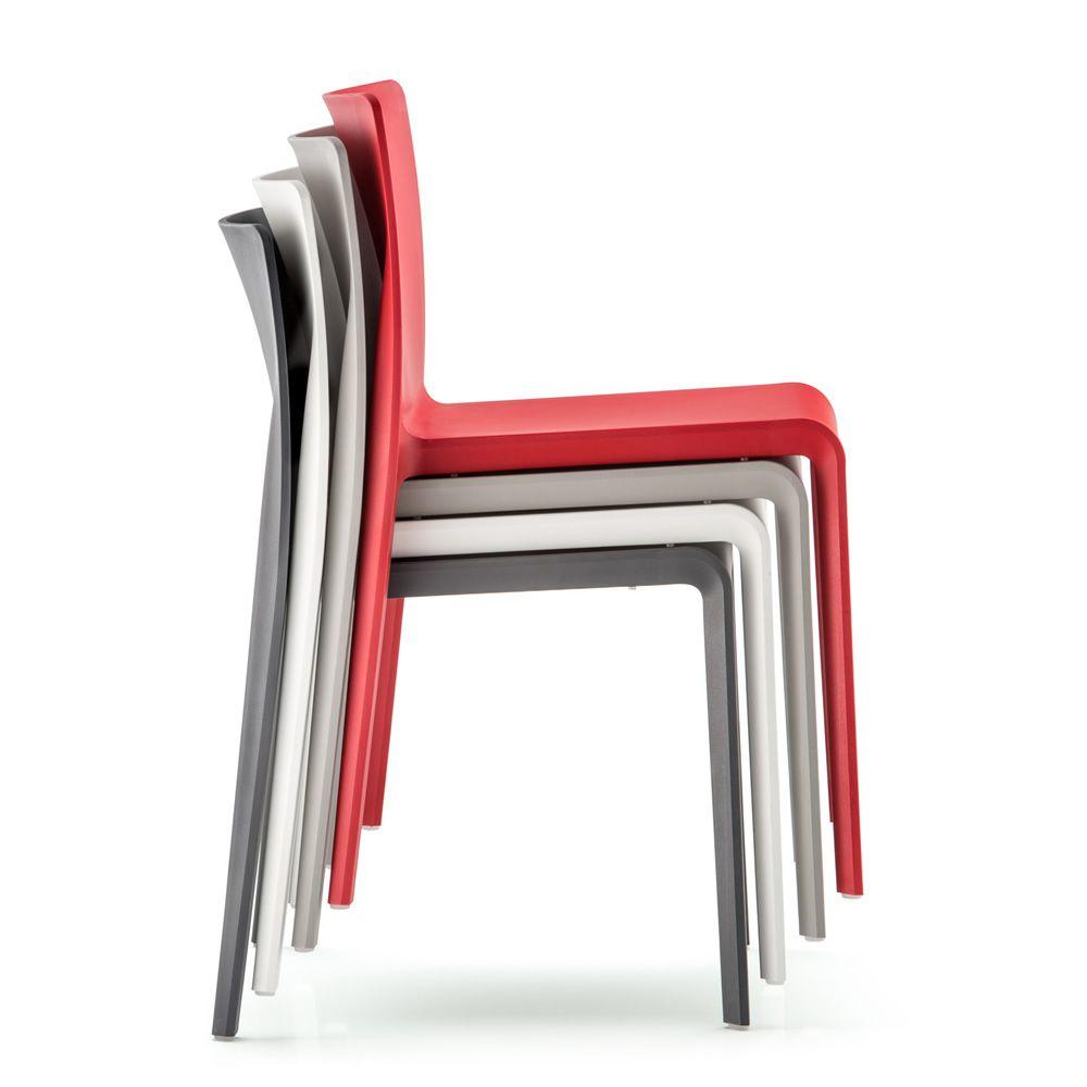 volt 670 chaise pedrali en polypropyl ne empilable. Black Bedroom Furniture Sets. Home Design Ideas