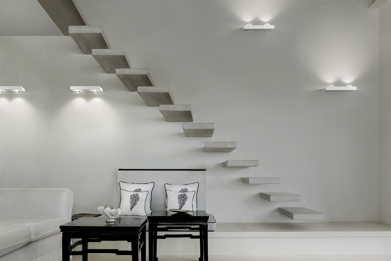 Shelf lampada a parete di design in metallo con luce led disponibile in diverse dimensioni - Lampade da parete design ...