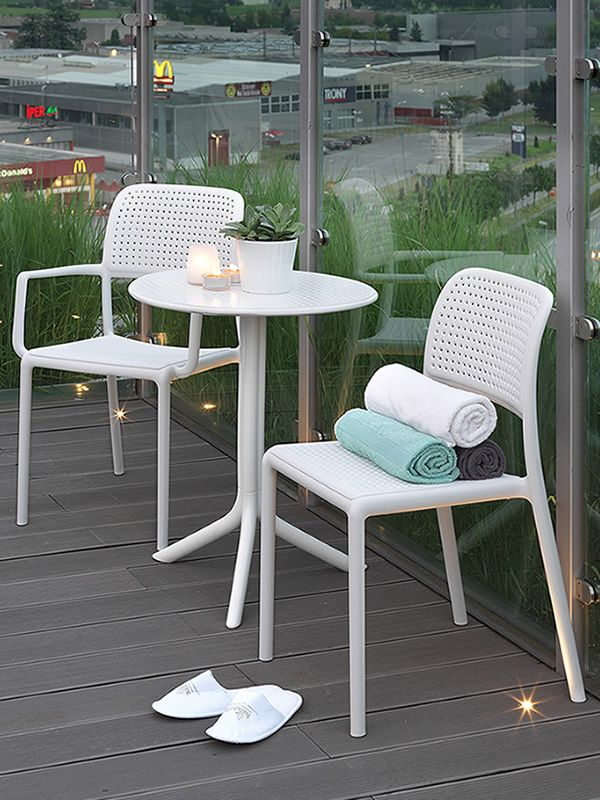 bora bistrot harz stuhl aus mit glasfaser stapelbar auch f r garten sediarreda. Black Bedroom Furniture Sets. Home Design Ideas