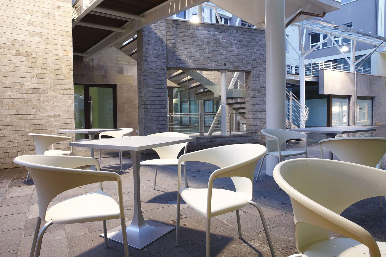 terrasse pour bars et restaurants fauteuil design pour. Black Bedroom Furniture Sets. Home Design Ideas