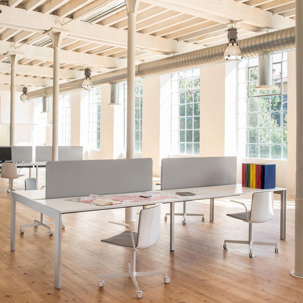 Matrix desk escritorio o mesa de reuniones en aluminio con tapa en laminado disponible en - Paneles divisorios para oficinas ...