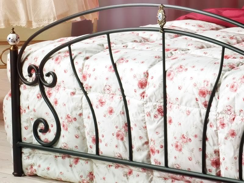 Bolero: Cama matrimonial de hierro forjado con adornos de latón ...