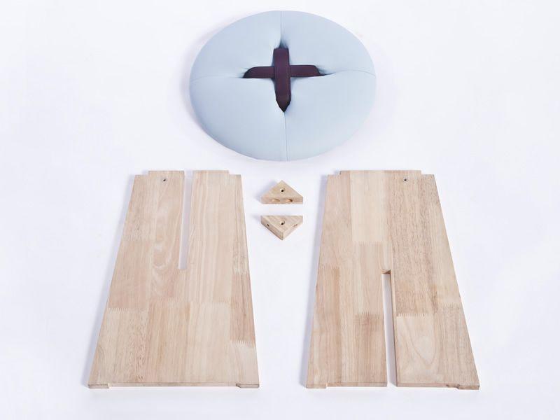 Bottone sgabello basso in legno con seduta imbottita diversi