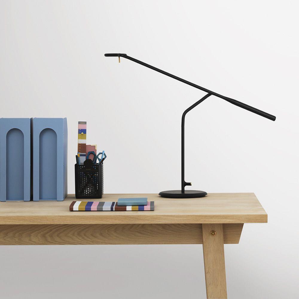 Flow - Lampada da tavolo Normann Copenhagen in acciaio, diversi colori disponibili - Sediarreda