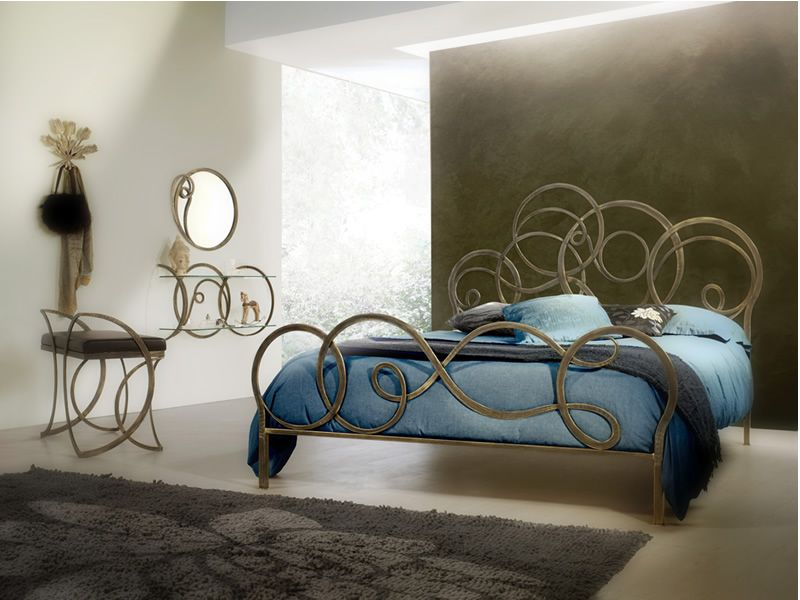 Azzurra specchio - Specchio in ferro battuto verniciato marrone ...