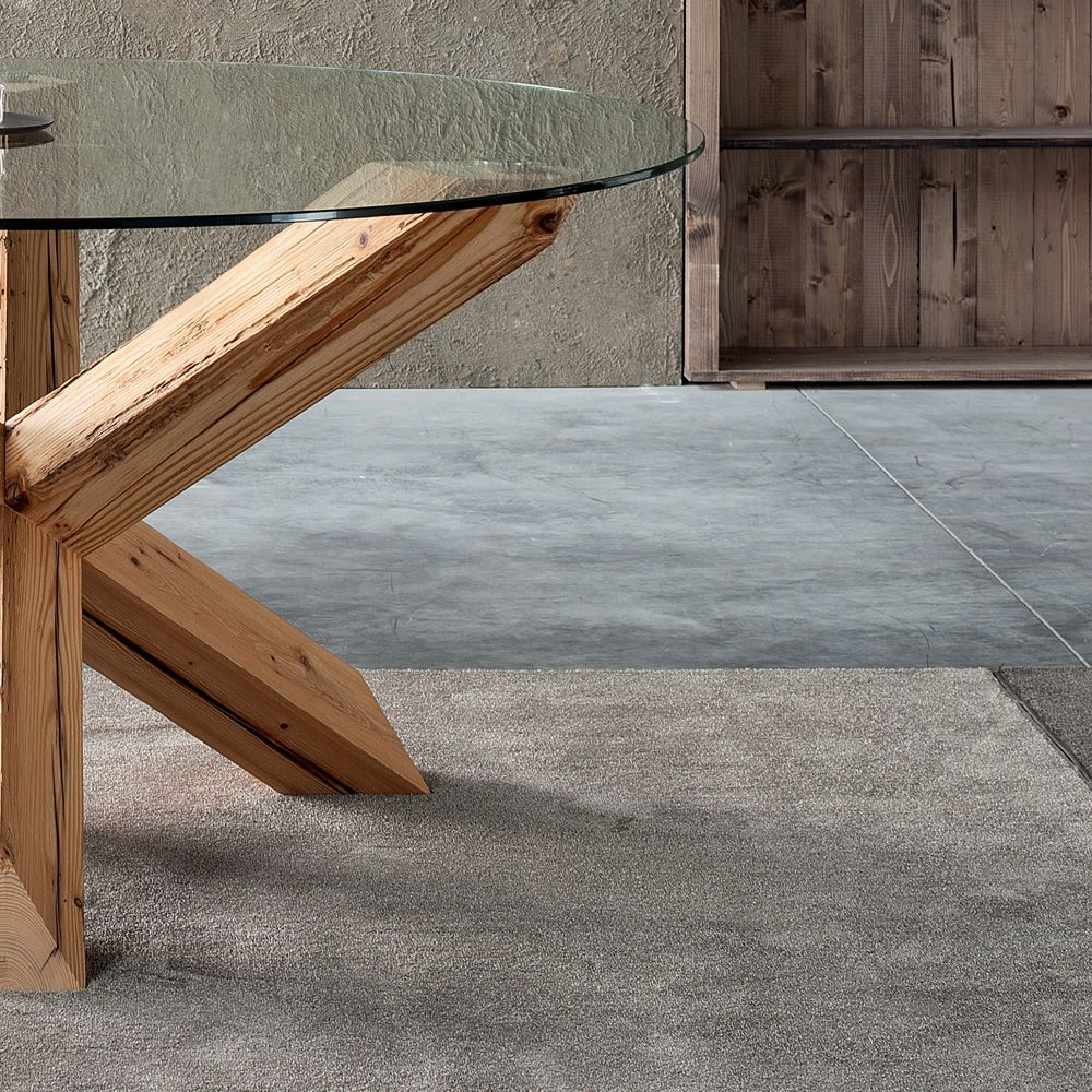 holztisch mit glas der holztisch ein klassiker im. Black Bedroom Furniture Sets. Home Design Ideas