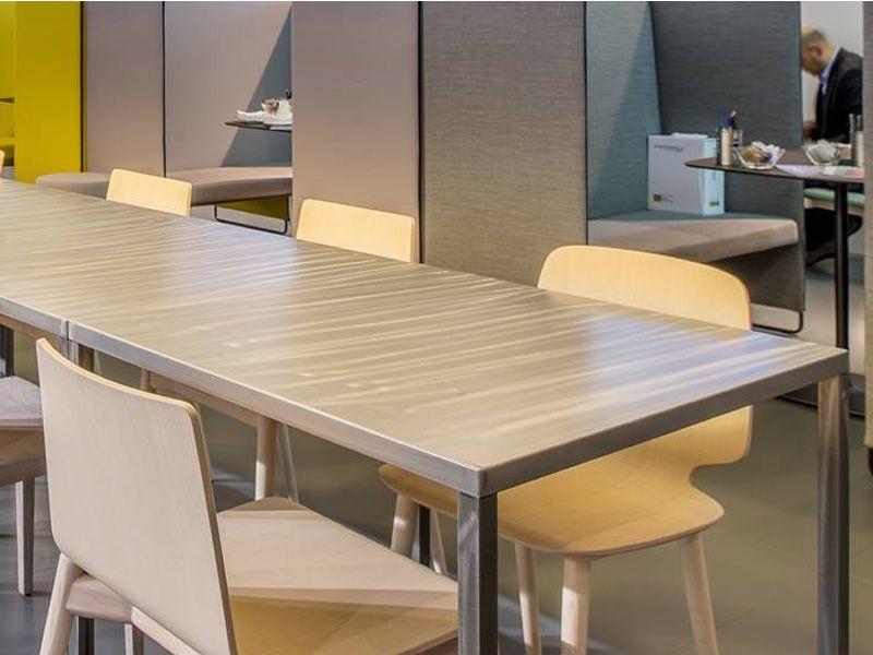 Fabbrico tavolo pedrali di design in acciaio fisso for Tavolo acciaio design