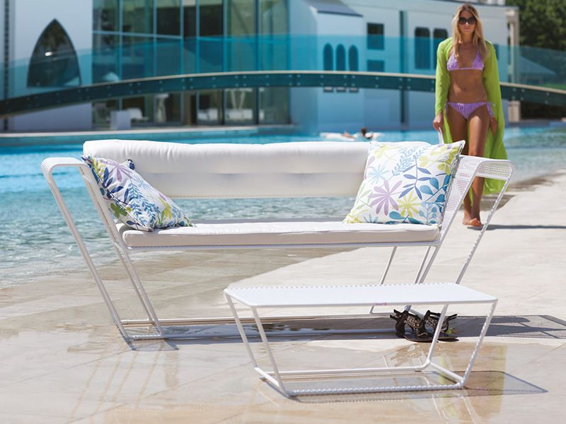 Float set set design da giardino divano 2 poltrone e for Tavolino per divano