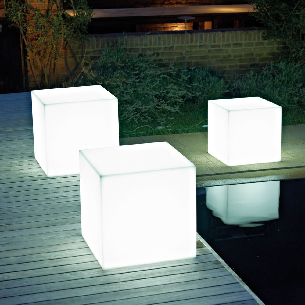 https://www.sediarreda.com/img/e27600bb14/pouf-star-light-pouf-in-resina-da-esterno-con-luce-interna.jpg