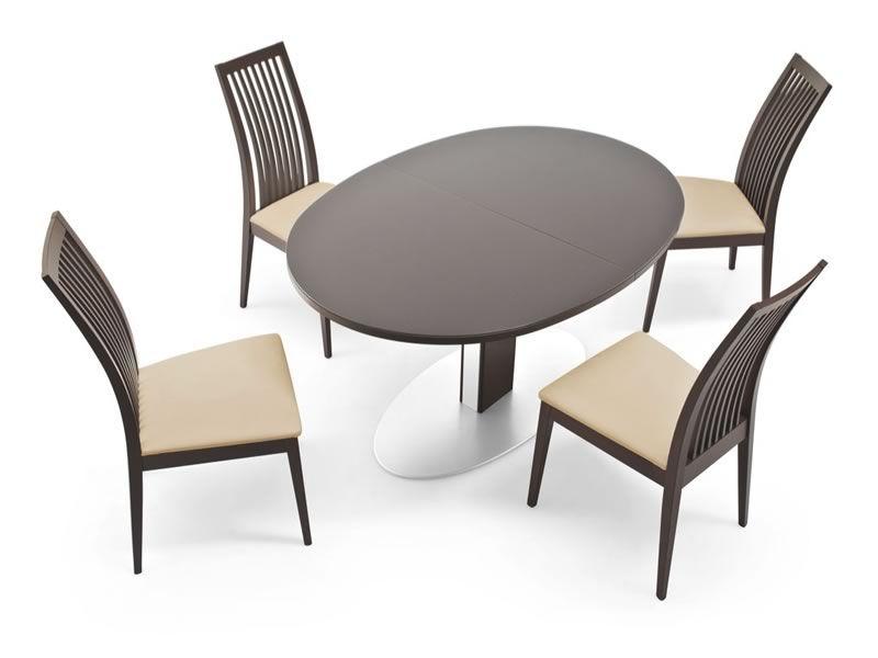 756 e tavolo in metallo con piano ovale in vetro for Tavolo ovale in vetro allungabile