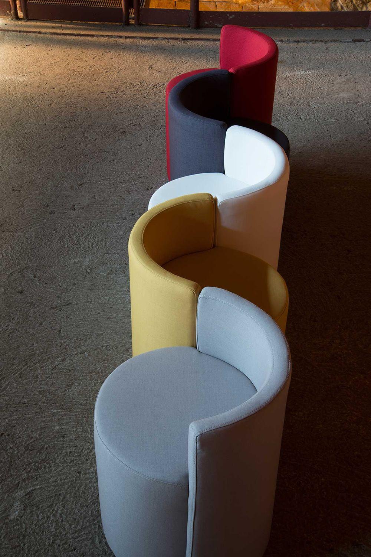 percy petit fauteuil moderne domingo salotti disponible en tissu ou simili cuir de diff rentes. Black Bedroom Furniture Sets. Home Design Ideas