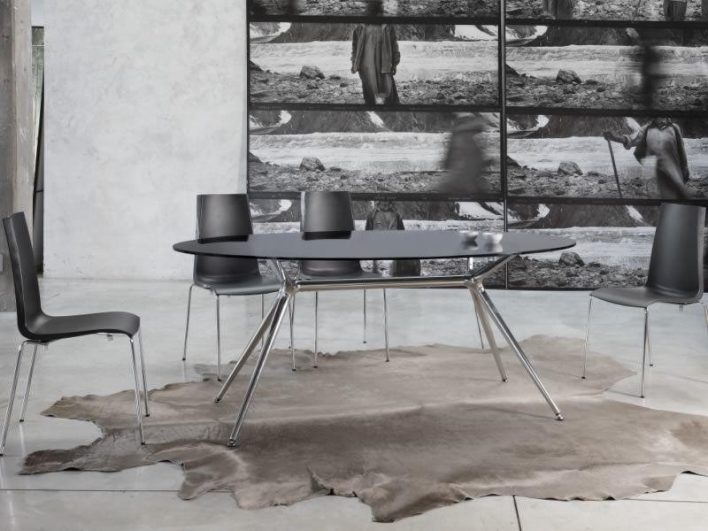 Metropolis 2402 - Tavolo in metallo con piano in vetro ovale ...