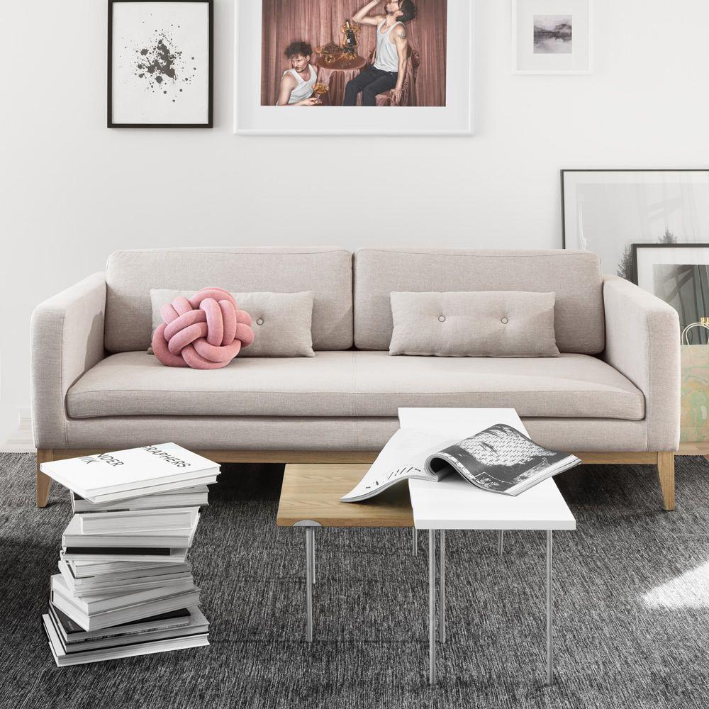 day sofa mit gestell und beine aus holz gepolstert und. Black Bedroom Furniture Sets. Home Design Ideas