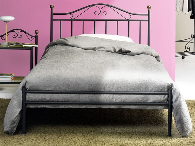giulia 120 lit en fer avec poign es en laiton poli sediarreda. Black Bedroom Furniture Sets. Home Design Ideas