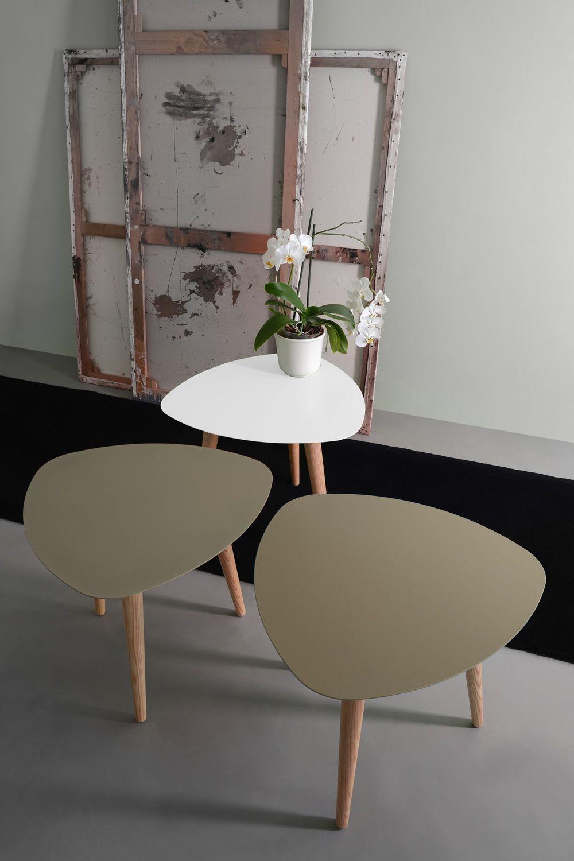 nord1 promo table basse design en bois pourvue de plateau triangulaire en m tal sediarreda. Black Bedroom Furniture Sets. Home Design Ideas