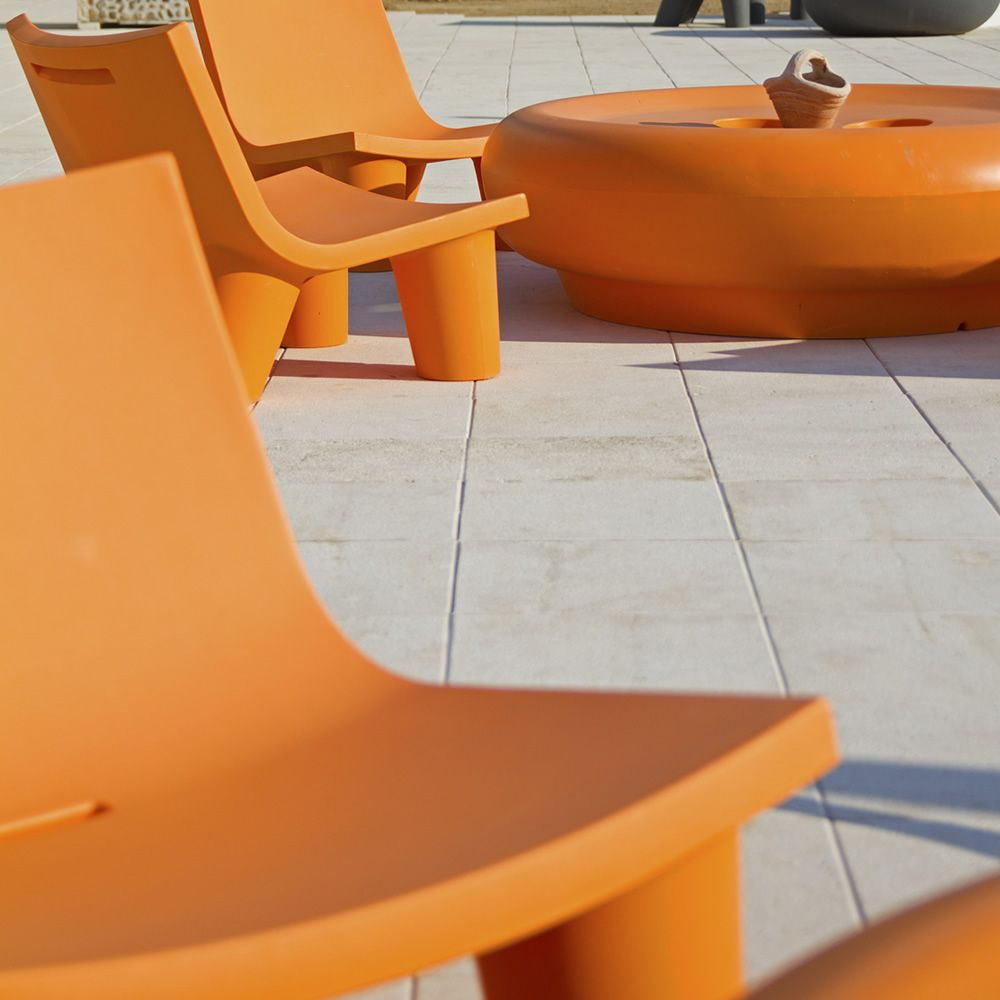 low lita fauteuil slide en poly thyl ne disponible en diff rentes couleurs id al pour le. Black Bedroom Furniture Sets. Home Design Ideas