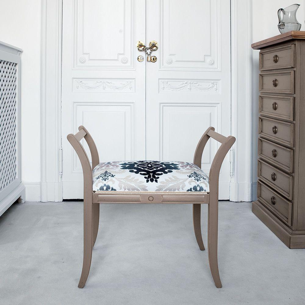 Hires saturno 1198 banquette classique en bois vielli laque boue assise recouverte en tissu cezanne damas gris.jpg