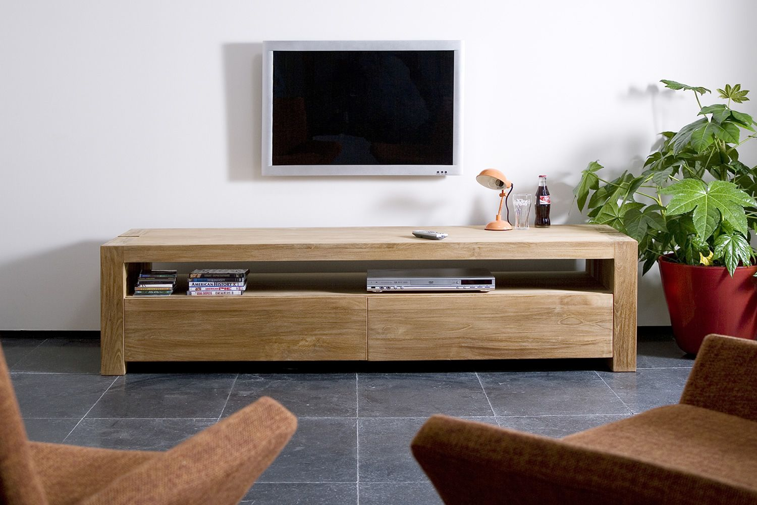 Double tv mueble para tv ethnicraft de madera con cajones for Mesa para tv con cajones