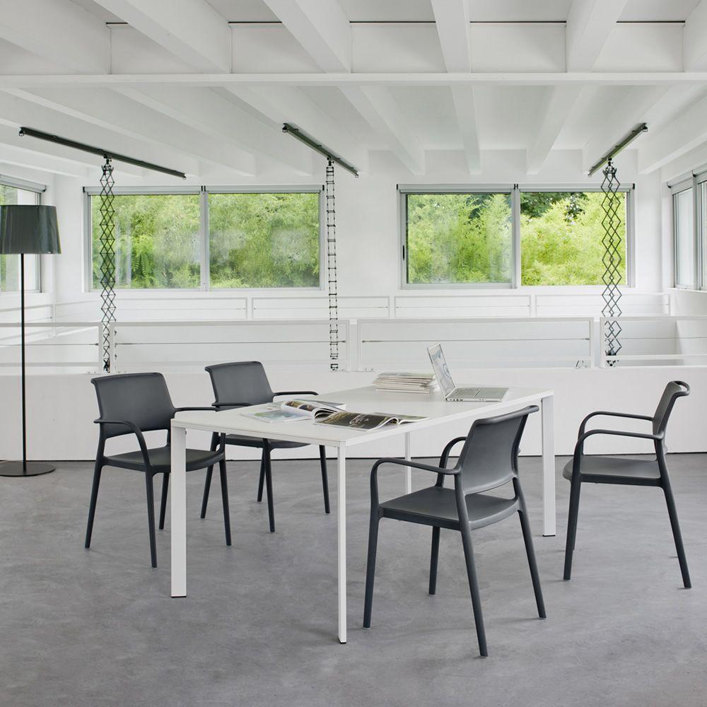 logico fester tisch pedrali aus metall mit kompaktplatte in verschiedenen gr en auch f r. Black Bedroom Furniture Sets. Home Design Ideas