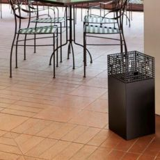 City R - Umbrella stand in metal, available in several colours