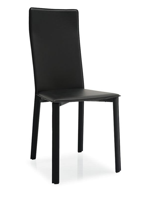 ... Sedia in metallo completamente rivestita in rigenerato di cuoio nero