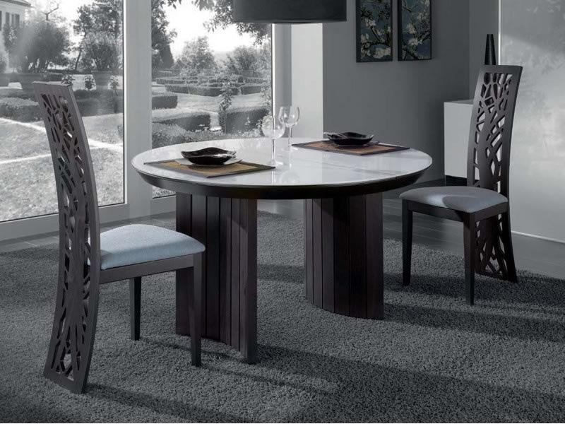 issa design stuhl aus holz mit bearbeiterter r ckenlehne. Black Bedroom Furniture Sets. Home Design Ideas