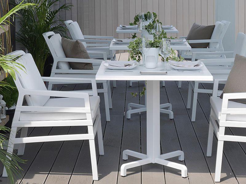 Fiore pour bars et restaurants table en m tal plateau for Table exterieur 80x80