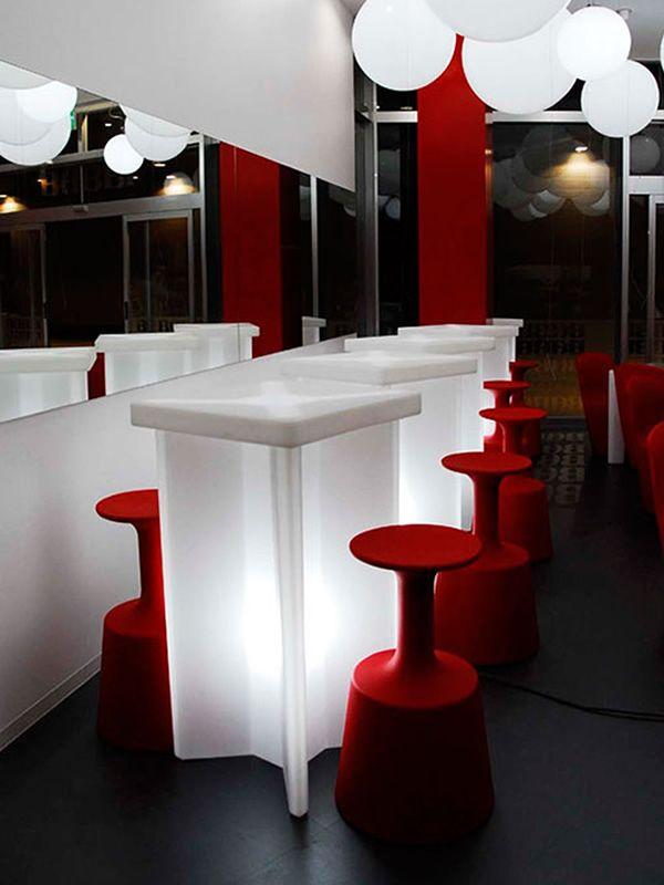 x2 f r bars und restaurants tisch aus polyethylen in verschiedenen farben verf gbar auch mit. Black Bedroom Furniture Sets. Home Design Ideas